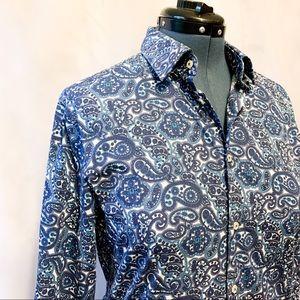 🌸2/$30🌸 Blue & White Paisley Ladies Button-Up
